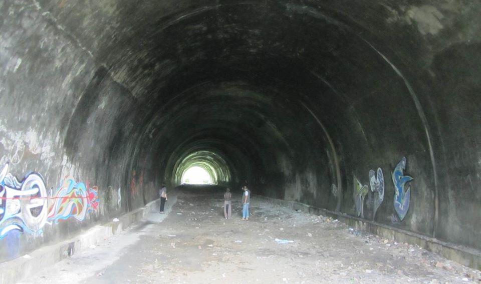 Пешеходен тунел в центъра на Габрово, изоставен