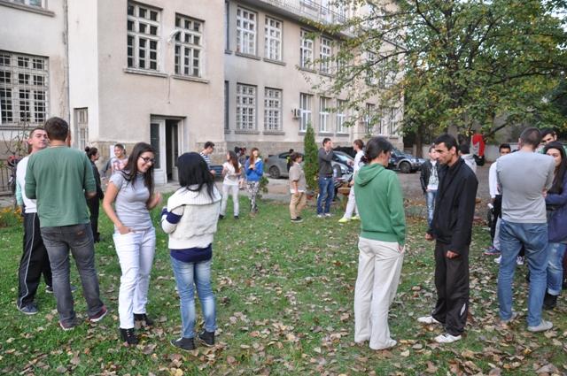 Разговор по двойки на посочени теми от студентите, водещи упражнението.