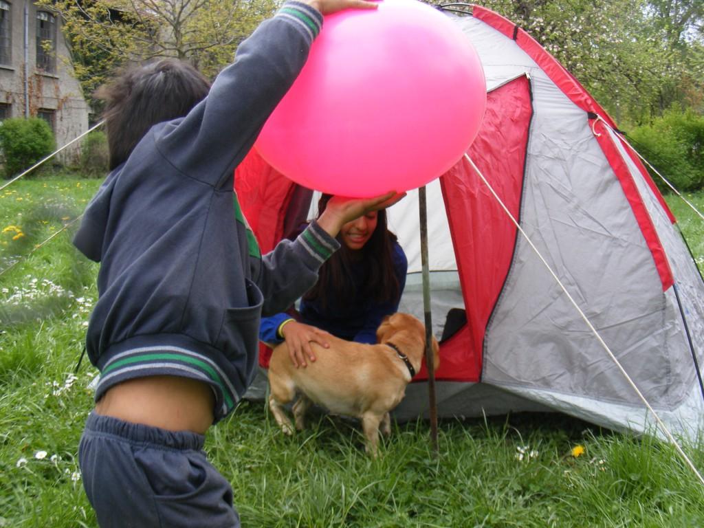 Палатката беше притегателно място за всички деца